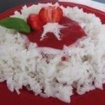 Ryż z mlekiem kokosowym i truskawkami dla małego i dużego kibica