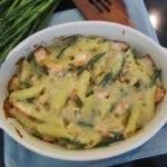 Zapiekanka makaronowa ze szparagami i łososiem dla każdego