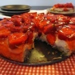 Kruche ciasto orkiszowe z truskawkami, budyniem i galaretką