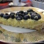 Tarta wegańska z waniliowym kremem jaglanym i borówkami