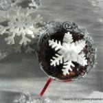 Wyjątkowe muffiny karobowe z polewą i śnieżynką na słodki prezent