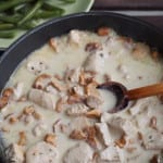 Makaron razowy w sosie z indyka i kurek