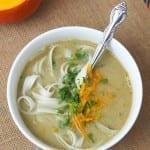 Zupa pieczarkowa z dynią i makaronem ryżowym