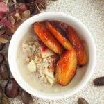 Owsianka z chia i karmelizowanymi śliwkami