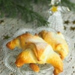 Rogaliki z ciasta francuskiego z masą migdałową